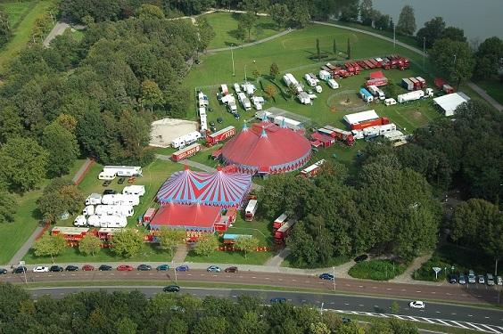 Circus Herman Renz vindt elk jaar rond september plaats op de Karpendonkse plas in Eindhoven.
